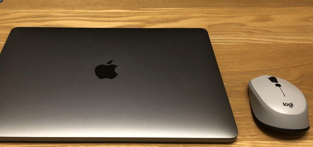 MacBookとマウス
