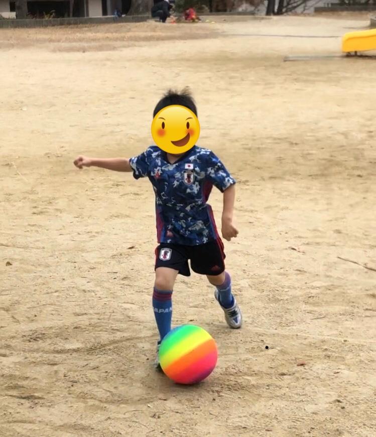 ボール蹴る息子
